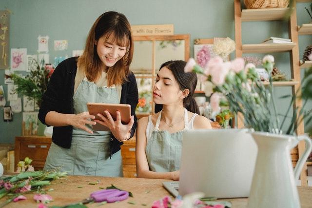 Miksi sinun tulisi aloittaa kukkakauppa netissä